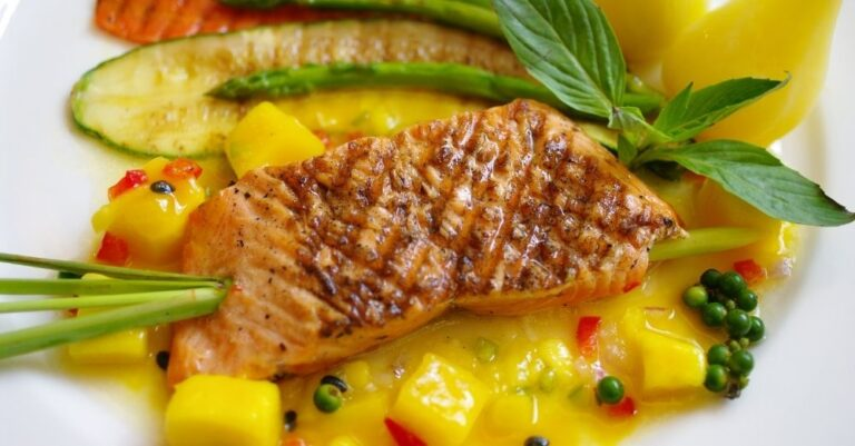 Grilled Salmon With Mango Sauce