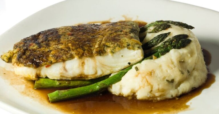 Parmesan-Crusted Halibut with Asparagus